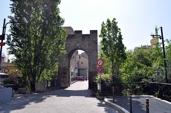 Luoghi dell'Umbria: Porta Sant'Angelo a Terni